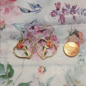 not branded Jewelry - 🌹Cute rose and gold heart earrings❤️